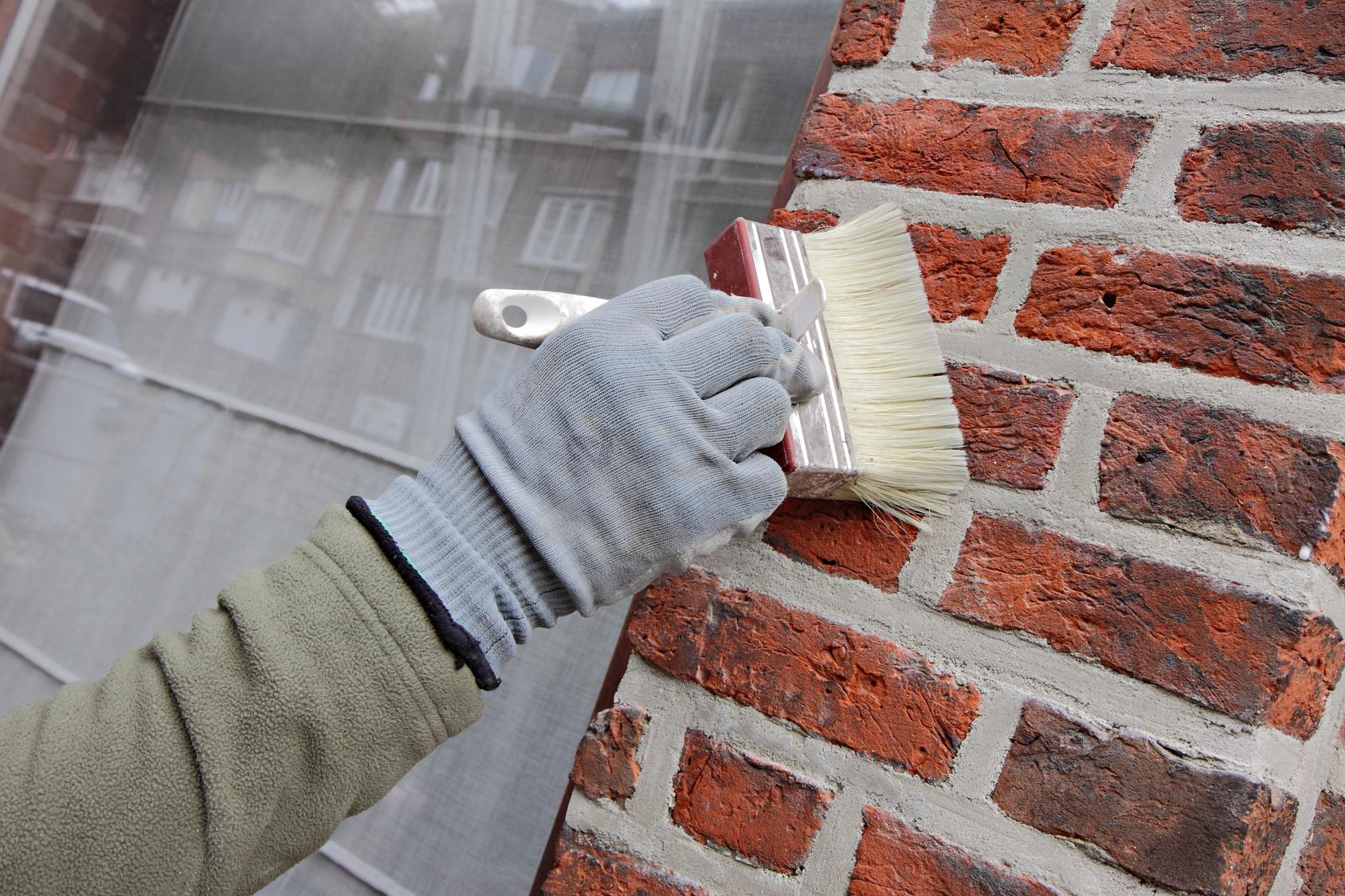 Peindre des briques et parpaings la technique en d tail - Peindre sur du crepi interieur ...