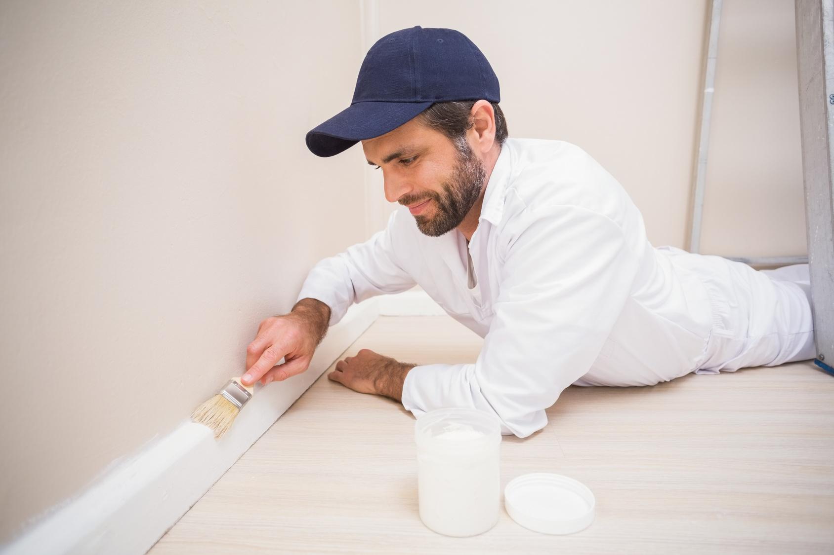 peindre des plinthes r ussir la peinture de vos plinthes. Black Bedroom Furniture Sets. Home Design Ideas