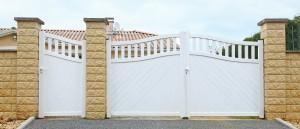 Portail PVC peint.