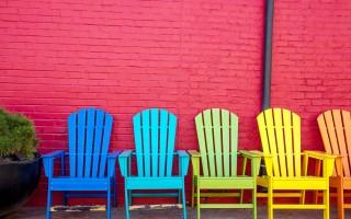 Peinture chaises bois.
