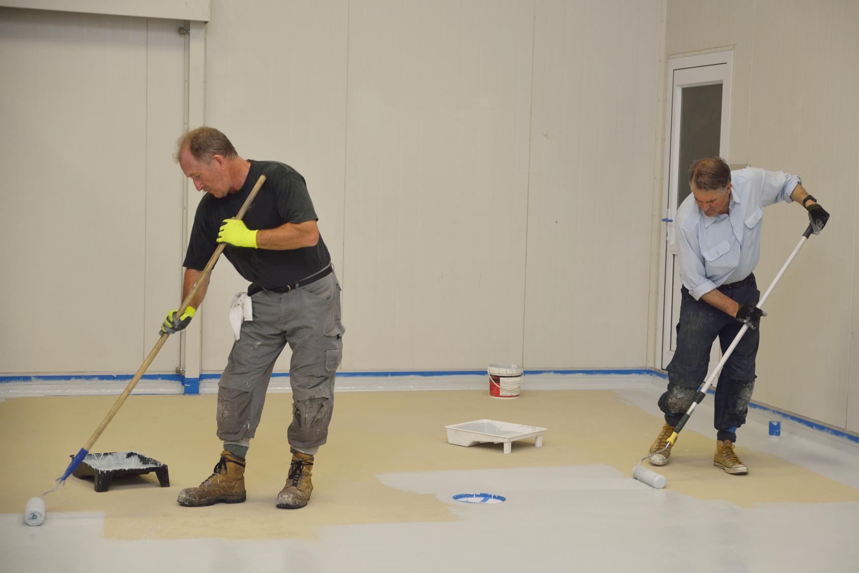 L 39 application de la peinture poxy for Peinture beton garage