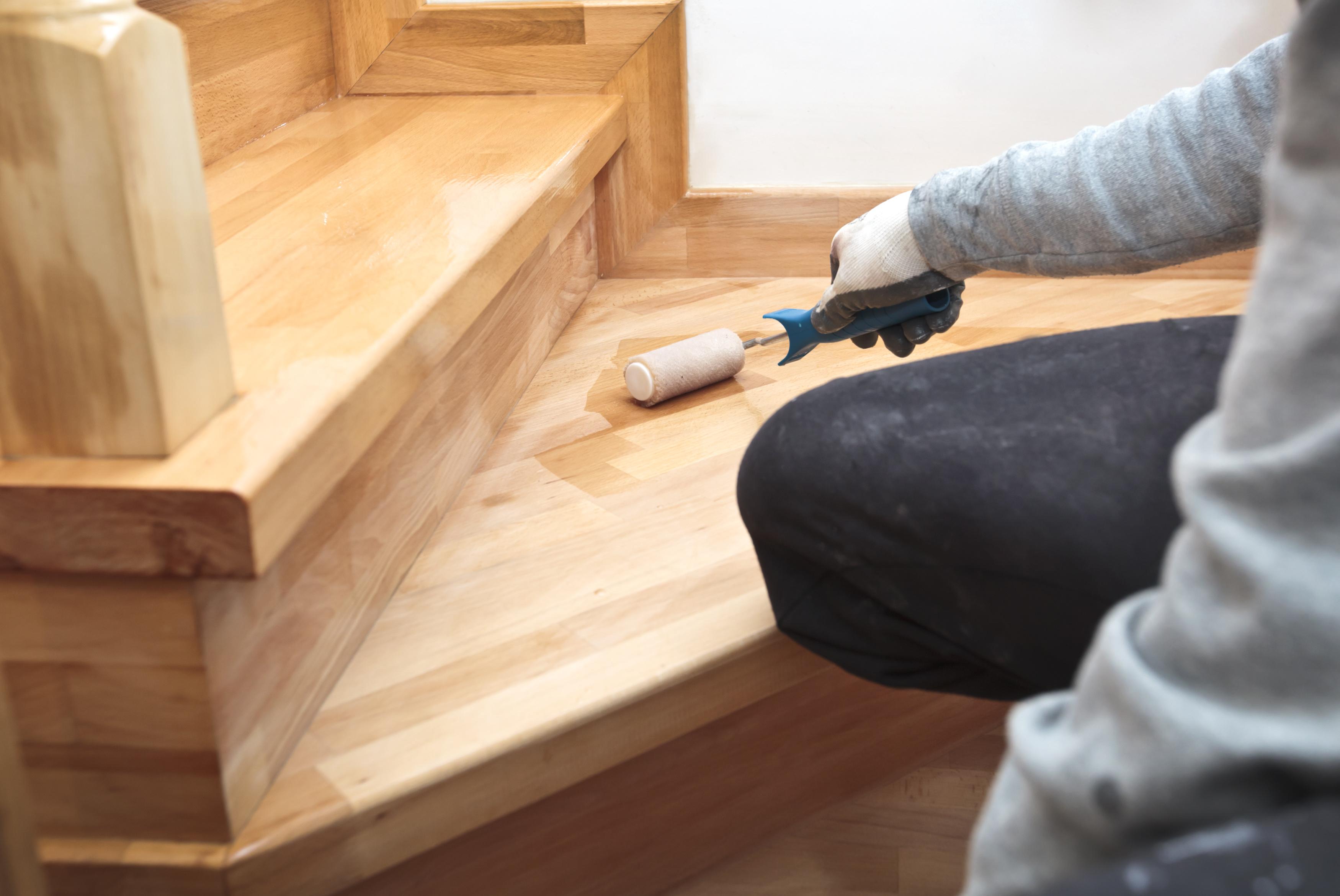 Poncage Escalier En Bois le prix d'une peinture pour escalier